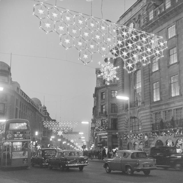 Regent Street Christmas lights, 1955 / © Henry Grant Collection / Museum of London