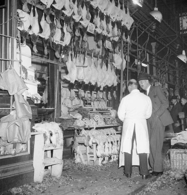 Turkeys for sale in Leadenhall Market, 1953 / © Henry Grant Collection / Museum of London