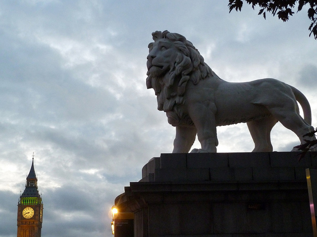 Lion at the end of Westminster bridge by mcfarlandmo via flickr