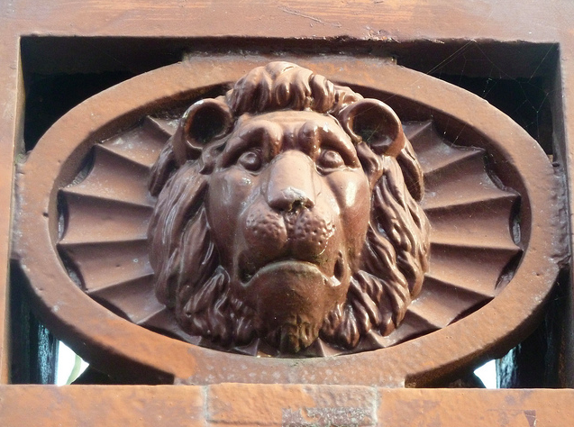 Lion, New North Road, N1 by Lee Jackson via flickr