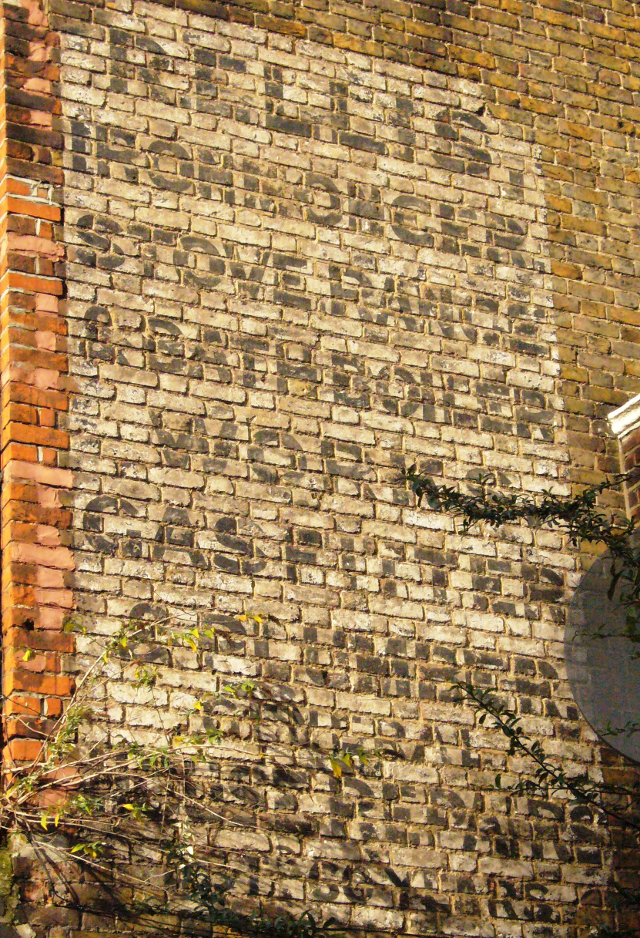 R. Ellis, Ironmonger (Photo: Sam Roberts/Ghost Signs)