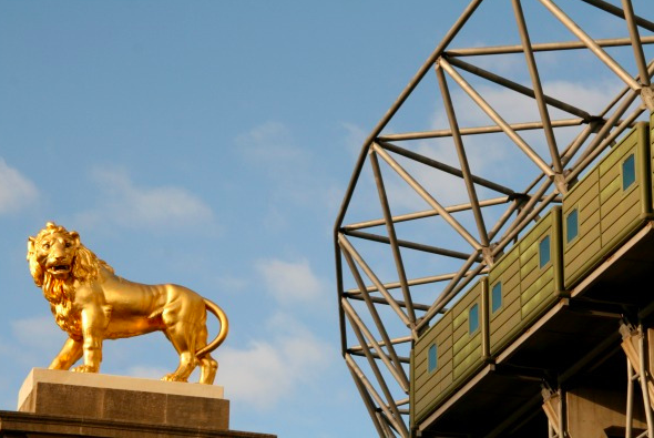 The Lion of England, Twickenham by Peter Denton via flickr