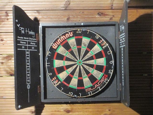 Al fresco darts.