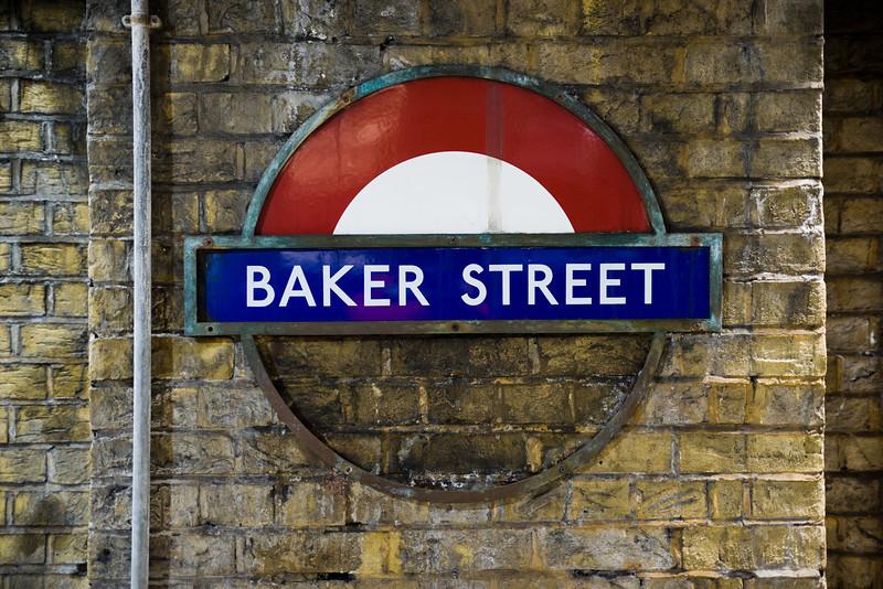 Baker Street half roundel.