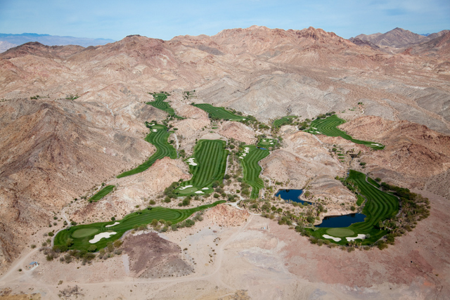 Golf Oasis in Desert Hills, Las Vegas, NV 2009. Copyright © Alex MacLean,  Beetles+Huxley