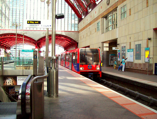 DLR train by HoosierSands via Flickr