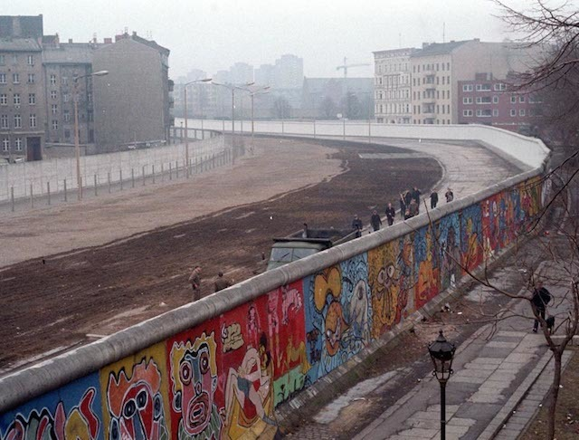 Berlin Wall painted by Thierry Noir.