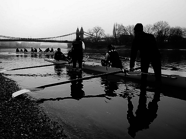 Rowers close to Hammersmith Bridge, by Kayode Okeyode on Flickr