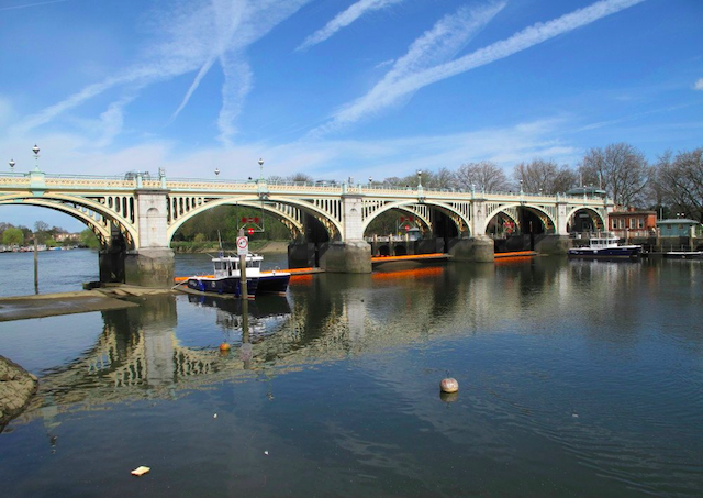 Richmond Lock bridge, by Philippe on Flickr