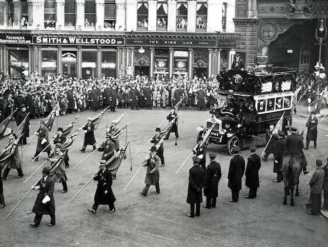 Armistice Parade, Ludgate Circus 1920-1925 - Copyright TfL