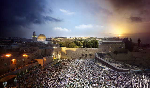 Stephen Wilkes. Jerusalem 2012. Image courtesy of the artist and MEKA.
