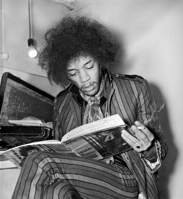 Jimi Hendrix reading Bob Dylan's Blonde on Blonde songbook © Colin Neville Purvor