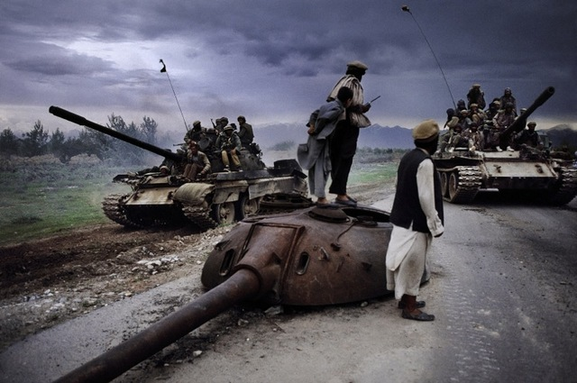 Steve McCurry, Men watch as tanks go by, 1992. Image courtesy the artist and Beetles + Huxley