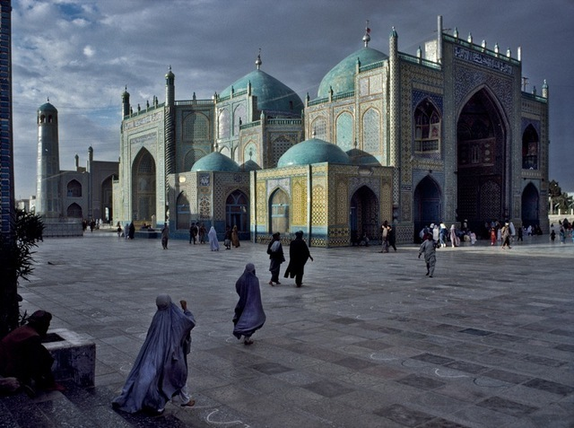 Steve McCurry, Salat at Blue Mosque in Mazar-e-sharif. Image courtesy the artist and Beetles + Huxley
