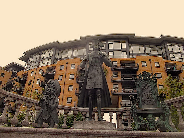FROM RUSSIA WITH ODD: Why is there a statue of Peter the Great in Deptford? Why are his proportions so ungainly? Who's the tiny fellow? What's with the empty chair? Why is he wearing a dress? All of these questions are answered on the internet, but it's more fun to simply stand and ponder this most baffling of statues.