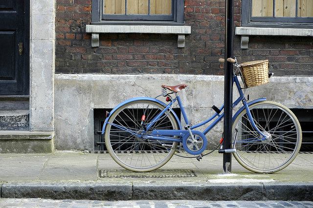 Blue bike in Spitafields, by Toby Bull