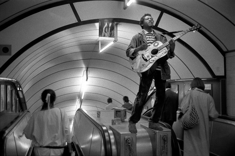 busker-on-escalator39.jpg