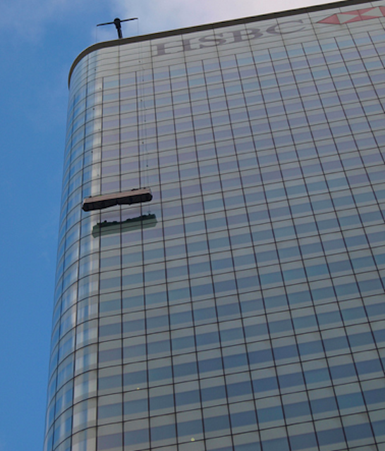 Window cleaning equipment on the iconic HSBC tower by sczscz