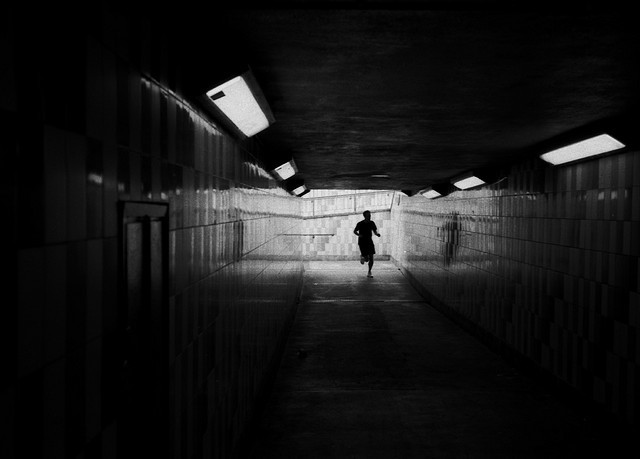 Subway runner, by Lito Martin