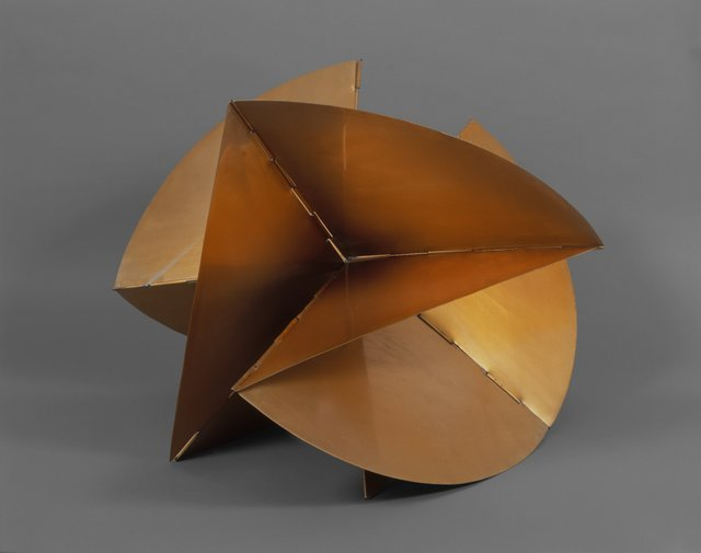 Key. 29  /  Cat. 0    Lygia Clark  Machine ??? Medium, 1962  Golden aluminum, approx. 48.2 x 66.1 x 61 cm  Coleccion Patricia Phelps de Cisneros   c. The World of Lygia Clark Cultural Association