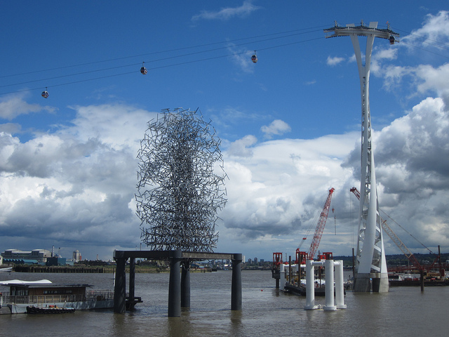 Gormley's Quantum Cloud (1999), previously an isolated, rarely seen piece, is now more famous thanks to the nearby cable car. When viewed from the right angle, Gormley's body shape can be descried among the wires.
