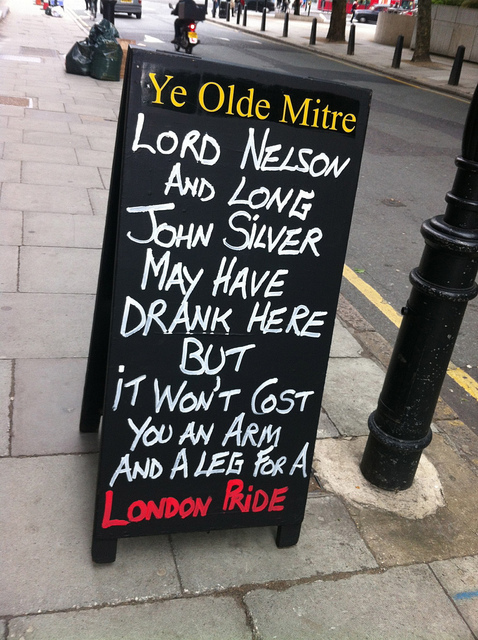 Arf, arf, from Ye Olde Mitre in Holborn. Image by M@.