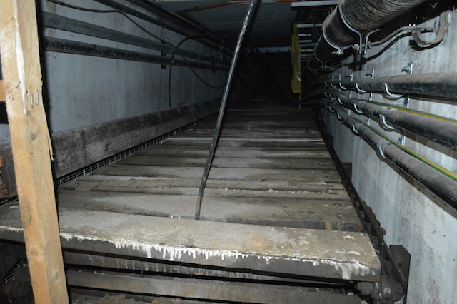 An ancient wooden conveyor belt remains in the so-called Customs Basement. This would have transported goods to the station's parcel office.