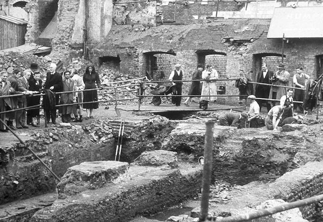 Excavation of the temple. (c) Ivor Noel Hume.