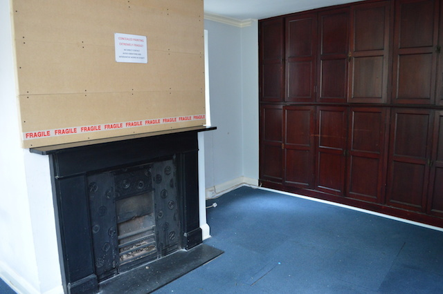 Number 2 Wardrobe Place contains a pair of rooms whose chimney breasts have been covered up. Behind lie 17th century frescos awaiting preservation.