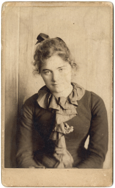 Emily Carr in San Francisco. After this photograph was taken she travelled to Europe to develop her painting style. Courtesy of the Royal BC Museum.