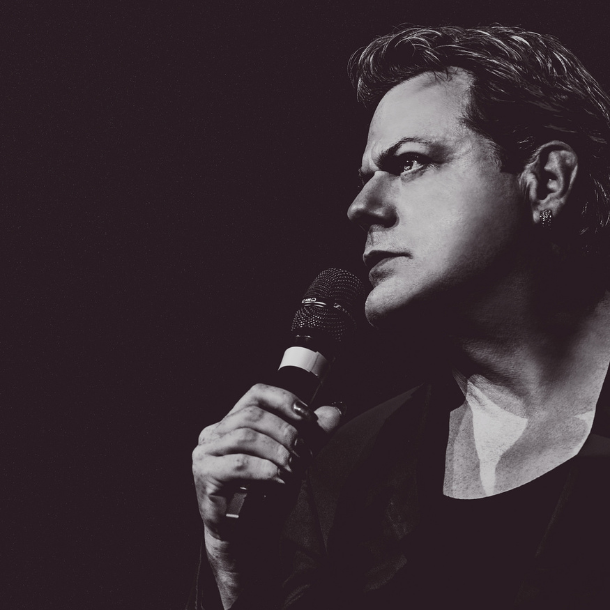 Eddie Izzard. Photo credit Idil Sukan.
