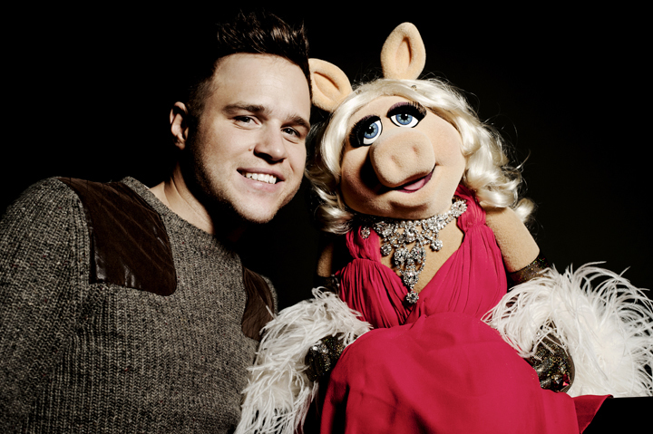 Olly Murs and Miss Piggy. Photo credit Idil Sukan.