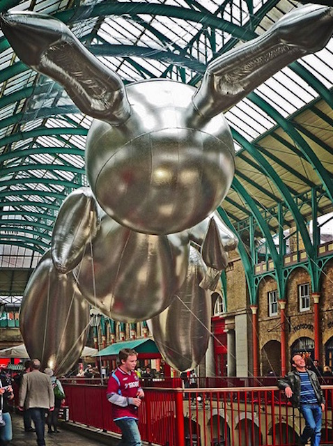 Jeff Koons' 2009 inflatable rabbit sculpture in Covent Garden. Photo: Where The Art Is