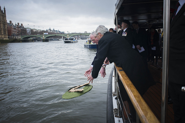 The wreath is thrown into the Thames. © Havengore/Tom Gordon