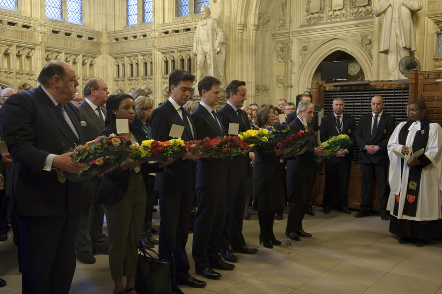 MPs gather with wreaths in the Members' Lobby outside the Commons Chamber. © UK Parliament/Jessica Taylor