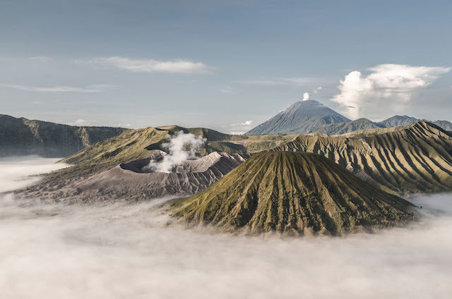 D1E0D0 Views of the volcanoes of Bromo-Tengger-Semeru National Park in Indonesia (East Java)