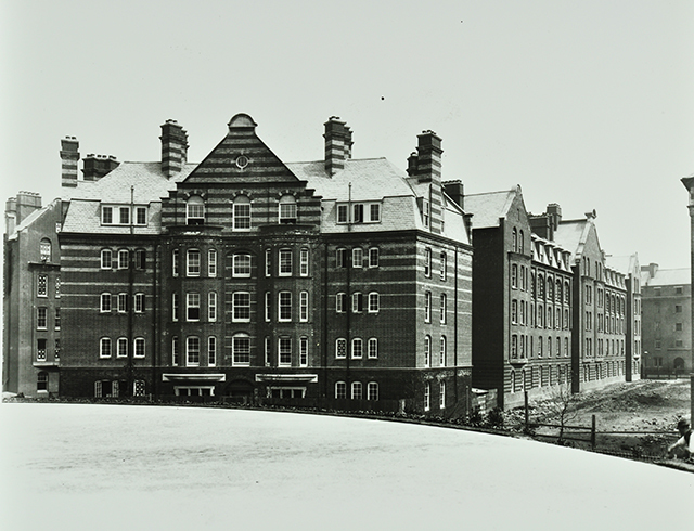 The new tenements housed some 6,000 residents at their peak, which exceeded the number displaced by the construction. Tellingly though, it's said that only 11 of the former slum-dwellers could afford the new rents. Chertsey House in 1897, from London Metropolitan Archives, City of London.
