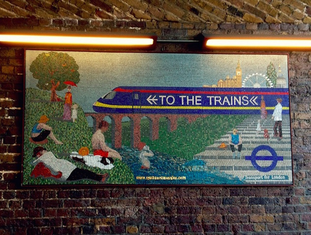 Southbank Mosaics' sign on Tennison Way near Waterloo. Photo: fringenious (2012)