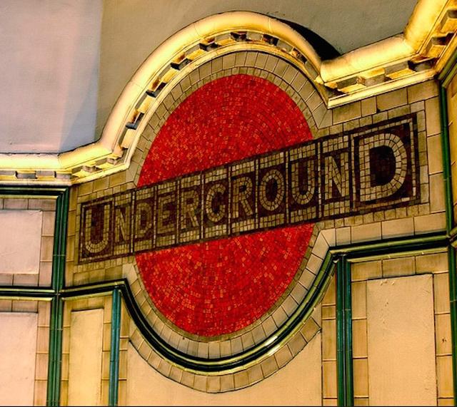 Roundel mosaic at Maida Vale. Photo: Luke Robinson (2006)