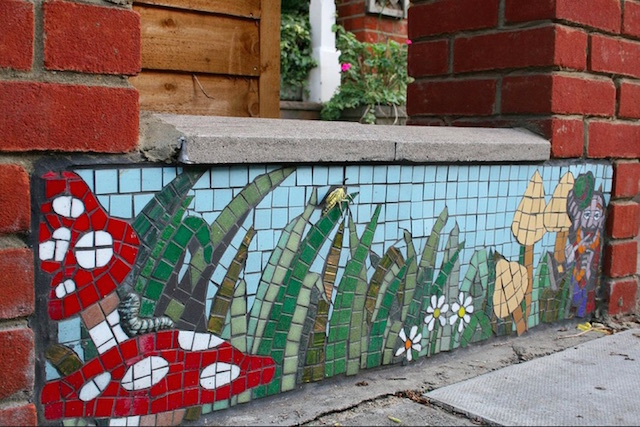 Mosaic wall outside a house in Acton Green. Photo: marcus_jb1973 (2007)