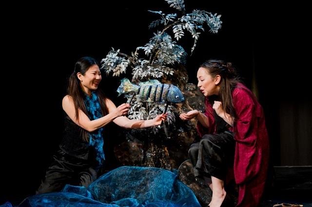 Rebecca Yeo & Kerry Gooderson. Photo by Robert Workman.