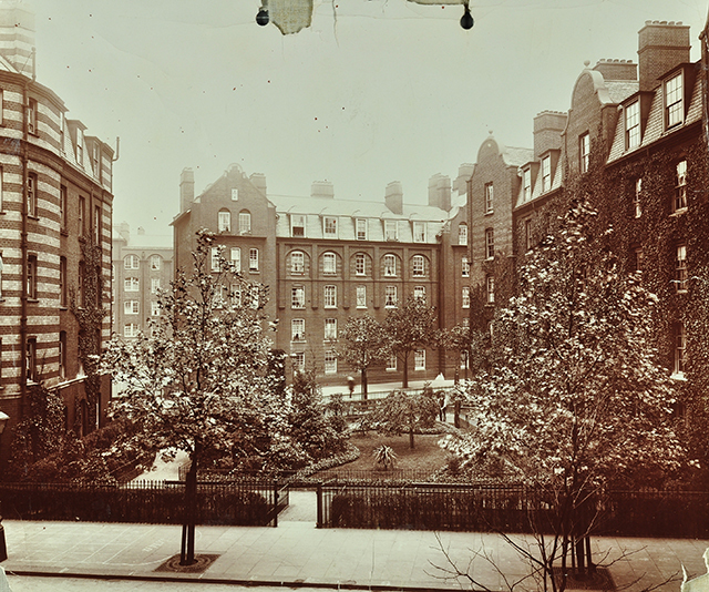 The estate's provision of green open space was considered radical in a city with longstanding spatial challenges consequent on the Industrial Revolution. Looking north from Rochelle Street to Culham House in 1907. Image from London Metropolitan Archives, City of London.