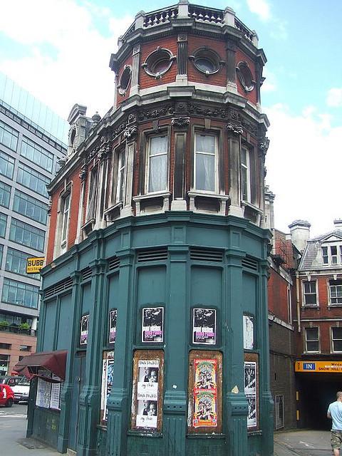 Corner building of the general market.