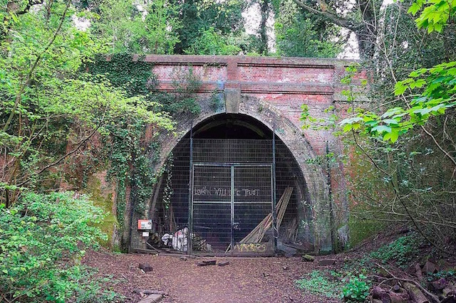 Entrance to Crescent Wood tunnel in Crystal Palace. Photo: Andrew Smith (2014)