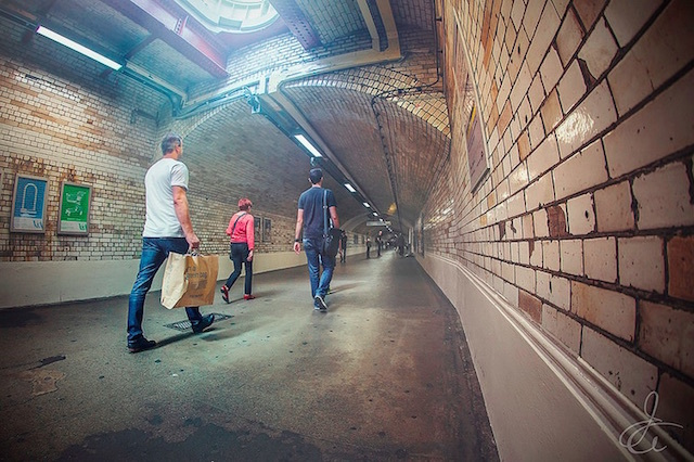 South Kensington foot tunnel. Photo: Javier Ayala (2014)