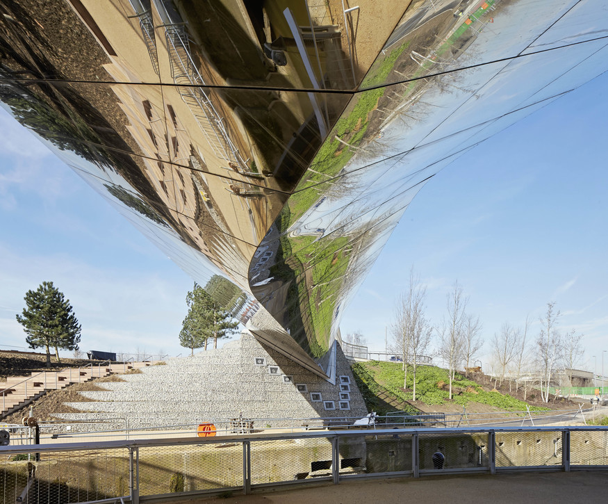 Queen Elizabeth Olympic Park Central Footbridge, by heneghan peng architects. ©Hufton-Crow
