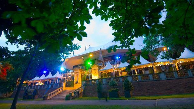 the-holland-park-theatre-bf439785d2ba670632c9b8e05c32635b