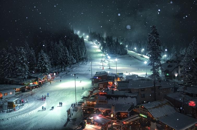 A fantastically lit ski slope in Bulgaria. Copyright Yasen Georgiev.