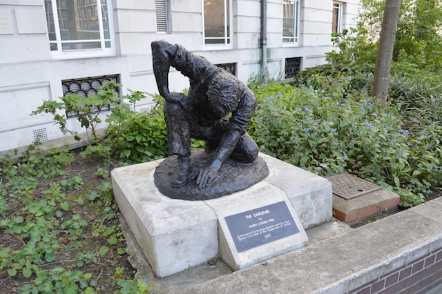 A gardener, as sculpted by Karin Jonzen in 1971, hunches over to tackle the grounds of Brewers Hall on London Wall.