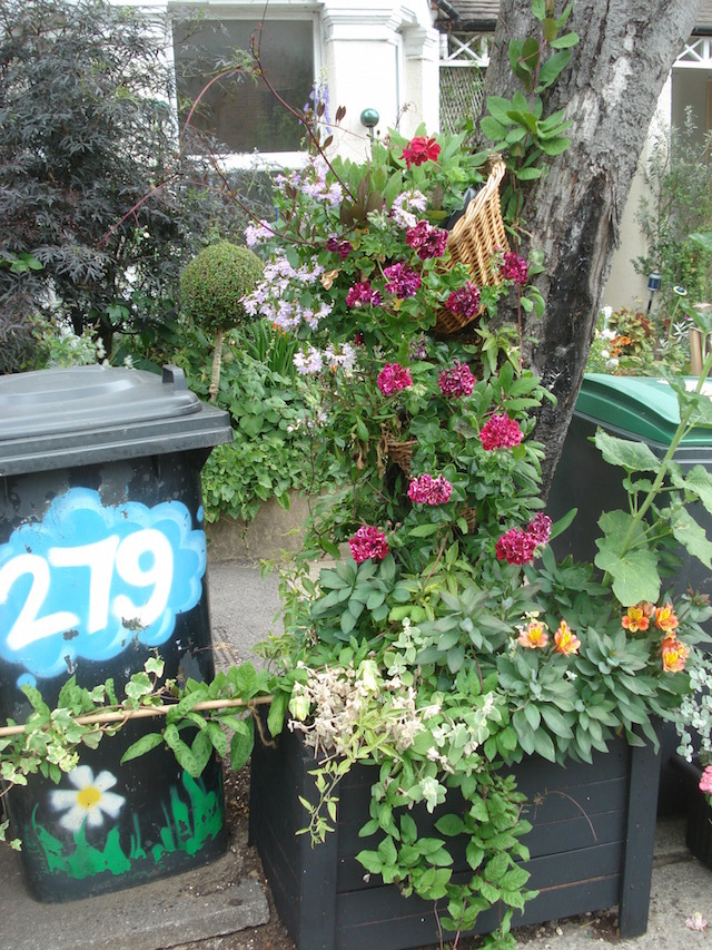 Alexandra Park Road bins, winner of the 'Gardens That Make You Smile' award.